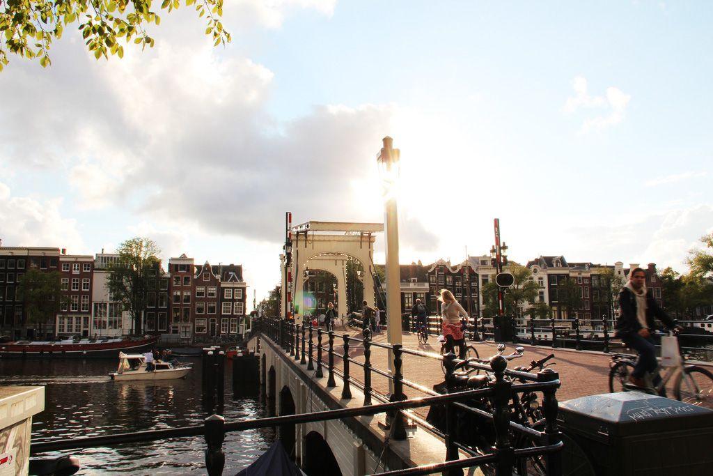 پل باریک عشق آمستردام